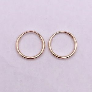 Solid 14k yellow gold small hoop earrings .3 grams